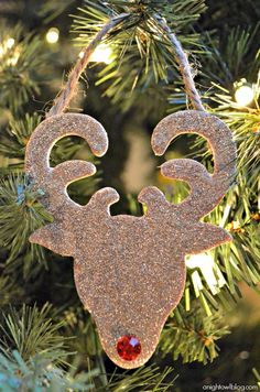 Rudolph has never looked so good! Make these Glitter Reindeer Ornaments today, click through for the easy how-to!