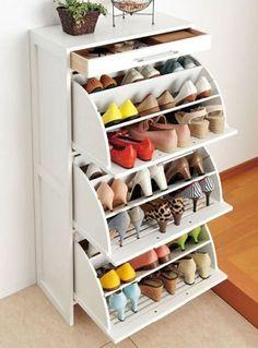 Vertical shoe rack