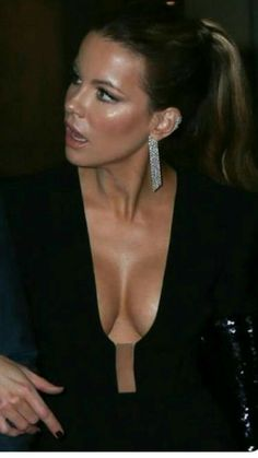 Kate is so beautiful and that cleavage is sooo sexy. Hottest Female Celebrities, Beautiful Celebrities, Beautiful Actresses, Beautiful Gorgeous, Gorgeous Women, Kate Beckinsale Pictures, British Costume, Kate Winslet, Kate Beckinsale Hot