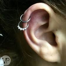Resultado de imagen para piercing oreja helix doble
