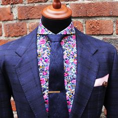 I want to wear this so bad. This floral shirt is making me drool on myself Floral Shirt Dress, Dress Shirts, Suit Shirts, Shirt Men, Cutaway Collar, Dapper Gentleman, Suit And Tie, Well Dressed Men, Wedding Suits