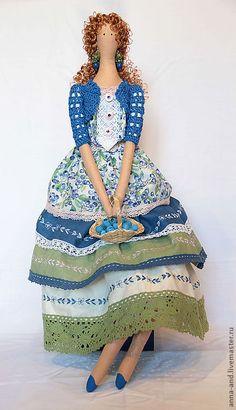 441 × 768 pixlar/ I like the little crochet jacket Doll Crafts, Diy Doll, Pretty Dolls, Beautiful Dolls, Doll Toys, Baby Dolls, Fabric Toys, Sewing Dolls, Waldorf Dolls