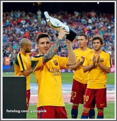 Lionel Messi : Mais uma foto de Leo na prévia do último jogo.  Essa semana é data Fifa, então Leo se apresentará hoje à seleção Argentina, aos poucos vou atualizando vocês das notícias.  Boa semana à todos | yolepink