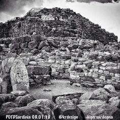 Bellissimo questo scatto in bianco e nero del #Nuraghe di #Barumini (CA) di @Hope Di Paolo che vince il Pic of the day dell'8 gennaio. #potdsardinia2013 - @igers_sardegna- #webstagram