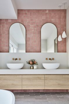Bathroom interior design 71987294031645604 - Pretty dusty-pink encaustic tiles are the standout feature of this feminine bathroom. Photo: Maree Homer Design: Louise Walsh Interior Design Styling: Kelly Taylor Source by sophiebosc Feminine Bathroom, Glamorous Bathroom, Chic Bathrooms, Beautiful Bathrooms, Small Bathroom, Master Bathrooms, Garden Bathroom, Minimal Bathroom, Bathroom Mirrors
