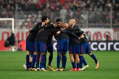 Barcelona players concentrate on the pitch prior to the UEFA Champions League group D football match between FC Barcelona and Olympiakos FC at the Karaiskakis stadium in Piraeus near Athens on October 31, 2017.  / AFP PHOTO / LOUISA GOULIAMAKI - 12 of 90