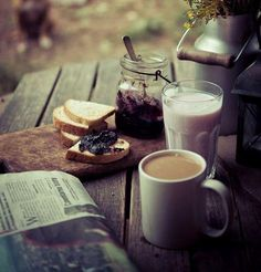 Breakfast Al Fresco with a perfect cup of tea I Love Coffee, Coffee Break, Morning Coffee, Coffee Shop, Coffee Cups, Tea Cups, Sunday Coffee, Coffee Coffee, Black Coffee