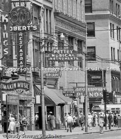 Pittsburgh PA: View east on Liberty Avenue toward Pennsylvania Railroad Station - Businesses on the north side block) of the street include: Kings Clothing Store, Lomakin Music, Robert's Restaurant & Bar, Pettey Musical Instruments, and Western Union. Pittsburgh Neighborhoods, Pittsburgh City, Pittsburgh Penguins, Pittsburgh Bridges, Pittsburgh Steelers, Pennsylvania History, Pennsylvania Railroad, Pittsburg Pennsylvania, Old Pictures