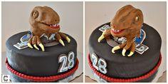 "Jurassic park and jurassic world velociraptor  themed party cake ideas / Jurassic world  fondant birthday cakes / Rice krispies velociraptos / Pastel temático de fondant de la pelicula ""Jurassic World"" con velociraptor de arroz inflado."
