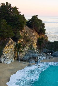 McWay Falls on Big Sur Coast, California, USA (by sfophoto).