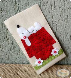 Oi pessoal, vamos fazer uma arte bem fofa!? Olhem que gracinha essa capinha para celular do Snoopy!!! Rápida e fácil de fazer, use sua criatividade e a deixe