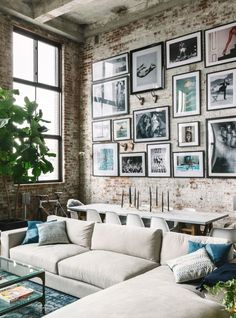 Modern Loft Design by the Urbanist Lab// gallery wall inspiration, arrangements, styling, home decor for every part of the house, interior decorating Home Living, Apartment Living, Living Room Decor, Living Spaces, Apartment Design, Tiny Living, Urban Apartment, Bedroom Decor, Bedroom Ideas