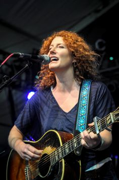 KATHLEEN EDWARDS is arguably one of the best roots-folk-rock singer-songwriters to emerge in many years, and has blossomed into a Canadian superstar now making inroads into the USA and stages around the world. Female Guitarist, Female Singers, Hindi Old Songs, Superstar, Musicians, Roots, Folk, Poetry, Politics