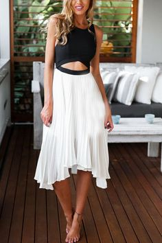 rückenfreies Kleid mit asymmetrischen Design und Farbblock- 14.71