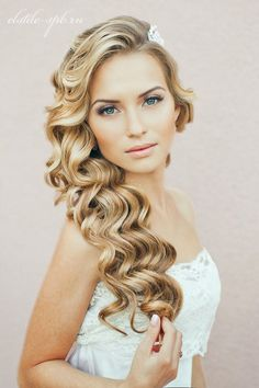 Stunning Long Curly Wedding Hairstyle