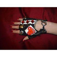 Queen Of Hearts Alice, Lizzie Hearts, Queen Of Hearts Costume, Alice In Wonderland Play, Adventures In Wonderland, Cartoon Gloves, Steampunk Gloves, Ivy Costume, Cosplay Diy