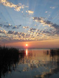 Esteros del Iberá , Corrientes , Argentina . Puesta de sol en los esteros , todo es calma , y el Rio Parana invita a la contemplacion y al relax . . . @swami1951