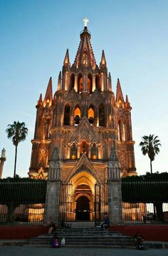 Looking forward to our trip here in May 2015 - San Miguel de Allende, Guanajuato Mexico Oh The Places You'll Go, Places To Travel, Places To Visit, Site Archéologique, Visit Mexico, Chapelle, Cozumel, Cancun, Place Of Worship