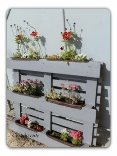 8 Excellent Pallet Garden Ideas For Your Backyard Vertical Pallet Garden, Pallet Planter Box, Herb Garden Pallet, Garden Planter Boxes, Herb Planters, Wooden Planters, Outdoor Planters, Vertical Gardens, Diy Garden