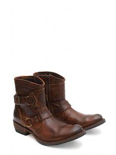 La ciudad no tiene secretos para Sendra Boots. Mirad estas botas, perfectas para recorrer todos los rincones de la ciudad en busca de aventuras y sin perder ni una pizca de estilo. ¿Qué os parecen? ;)  #Sendra #Boots #Botas #Man #Trend