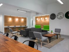 Miami-based coworking space Büro Miami has recently opened a new coworking location in South Beach which was designed by Tamara Feldman with Studio X Architects.