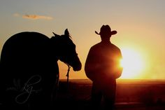 would love to photograph a senior cowboy! Horse Senior Pictures, Softball Senior Pictures, Pictures With Horses, Cowboy Pictures, Country Senior Pictures, Photography Senior Pictures, Cheer Pictures, Senior Photos, Senior Portraits
