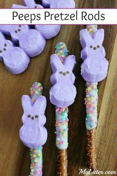 Here is a fun little Easter snack you can make with your kids or surprise them with an extra cute treat in their Easter baskets! These Peeps Pretzel Rods are really so easy to make and were a huge hit in our house! treats for school Peeps Pretzel Rods Easter Snacks, Easter Candy, Hoppy Easter, Easter Brunch, Easter Food, Easter Decor, Easter Peeps, Easter Stuff, Easter Centerpiece