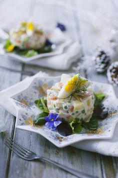 L'insalata russa non può mancare se organizzi un banchetto o se pensi ad un'occasione speciale! Verdure croccanti e una maionese ad avvolgerle: provala!