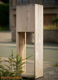 Unieke en sympathieke brievenbus in hout met inox of gekleurd front Hamptons House, The Hamptons, Home Upgrades, Mailbox, Signage, Sconces, Home Improvement, Letter Boxes, Sweet Home
