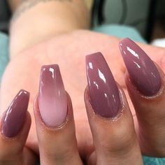 Semi-permanent varnish, false nails, patches: which manicure to choose? - My Nails Cute Acrylic Nails, Acrylic Nail Designs, Cute Nails, My Nails, Business Nails, Plum Nails, Dipped Nails, Instagram Nails, Powder Nails