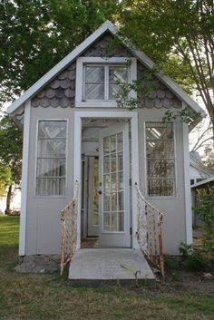 garden shed Lady Annes Cottage: More Charming Garden Sheds. Cottage In The Woods, Cozy Cottage, Garden Cottage, She Sheds, White Farmhouse, Shed Plans, Barn Plans, Garage Plans, Little Houses