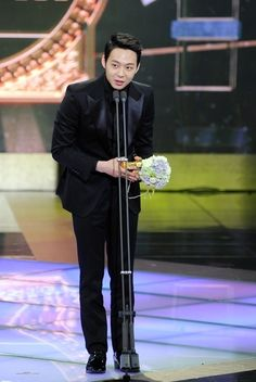 JYJ member and actor Yoochun will be greeting the viewers and audience through 2013 'SBS Drama Awards' before starting his new drama. http://www.kpopstarz.com/tags/jyj