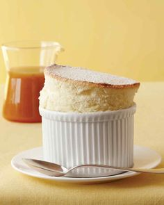 Lemon Souffles - Martha Stewart These individual souffles are easier to make than you might think. To help them rise properly, use upward brush strokes to butter the dishes. Souffle Recipe Dessert, Lemon Souffle Recipe, Souffle Dish, Souffle Recipes, Dessert Recipes, Quick Dessert, Dessert Healthy, Souffle Ideas, Vanilla Souffle