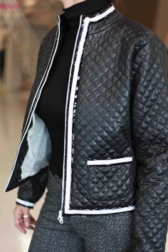 Per quando arrivano le serate più fresche… una giacca chanel trapuntata Agatha Cri. What else? :)  #AgathaCri #giaccachanel #settembre #newlook #newstyle #collezioneAI13