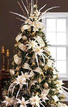 #Christmastree #decorations browns whites ToniK Ðℯck Ʈհe HÅĿĿs #DIY