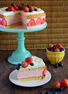 Aardbeien kwarktaart met mascarpone crème - Laura's Bakery Strawberry cake with Mascarpone cream Translate with Bing No Bake Desserts, Delicious Desserts, Dessert Recipes, Yummy Food, Cake Cookies, Cupcake Cakes, Cupcakes, Pie Cake, No Bake Cake