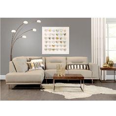 Mobilier fait de cuir de synthèse de teinte beige avec base métallisée. Coussins décoratifs non inclus. Modèle inversé disponible. Living Room, House, Furniture, Decoration, Home Decor, Ideas, Fashion, Budget, Massage Chair