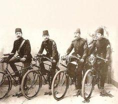 Bisikletli osmanlı postacıları - Postmen in Ottoman Empire with bicycles Bulgaria, Istanbul, Giant Bikes, Ottoman Turks, Turkish Army, Vintage Cycles, Ottoman Empire, Historical Pictures, North Africa