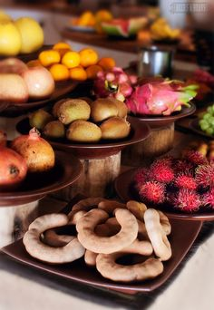 An array of exotic fruit in the Maldives >>> Can anyone name what these fruits are?