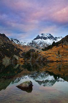 Reflejos de otoño. Estany Long, Circo de Colomers, Valle de Arán, Lérida  Catalonia.by Enrique F. Ferrá