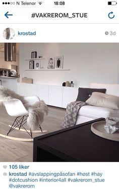 #Vakrerom_stue fin ide til bord. Eames fantastiske rocking chair