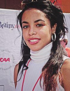 infp celebrity, pretty celebrities, celebrity makeup looks. wedding makeup looks. Rip Aaliyah, Aaliyah Style, Beautiful Black Women, Beautiful People, Beautiful Celebrities, Aaliyah Pictures, Afro, Aaliyah Haughton, Her Music