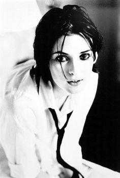 Winona Ryder // photos by Ellen von Unwerth Ellen Von Unwerth, Winona Ryder, John Kenny, Winona Forever, 90s Hairstyles, Haircuts, Famous Faces, Vanity Fair, American Actress