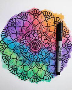 """""""Si no vas por todo ¿a qué vas? Mandala Doodle, Doodle Zen, Easy Mandala Drawing, Mandala Art Lesson, Simple Mandala, Mandala Artwork, Doodle Art Drawing, Mandalas Drawing, Sharpie Art"""