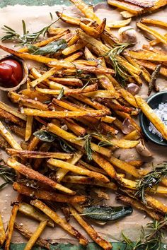 Sharing exactly how I make my Oven Baked Tuscan Fries.beyond addicting, influenced by the flavors of Tuscany, pretty healthy, and…SO DELICIOUS! Crispy Oven Fries, Fries In The Oven, Vegetarian Recipes, Cooking Recipes, Healthy Recipes, Oven Recipes, Ham Recipes, Roast Recipes, Family Recipes