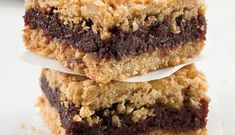 Our recipe for classic date squares is super easy and the best. Date Squares, Ricardo Recipe, Chocolate Squares, Braised Beef, Best Chocolate Cake, Mousse Cake, Apple Crisp, Clean Eating Snacks, Food Videos