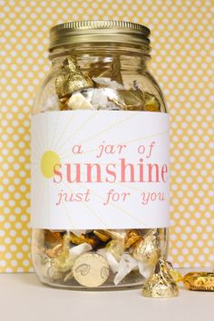 This DIY jar of sunshine is the perfect gift for Big Little Reveal week Big Little Week, Big Little Reveal, Big Little Gifts, Jar Gifts, Gift Jars, Candy Gifts, Food Gifts, Big Little Basket, Sorority Big Little