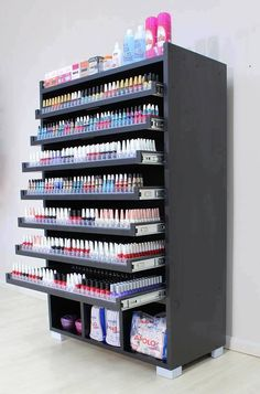 Precisooooo *—* Source by BeautyGalleries Home Nail Salon, Nail Salon Design, Beauty Salon Interior, Salon Interior Design, Beauty Room Salon, Beauty Room Decor, Makeup Room Decor, Organiser Son Dressing, Regal Display