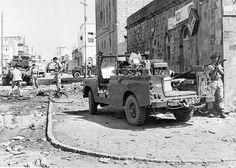 British soldiers patrol the streets of Aden, British Soldier, British Army, British Government, Local Police, War Photography, Get Shot, Army Soldier, Military Service, Armored Vehicles