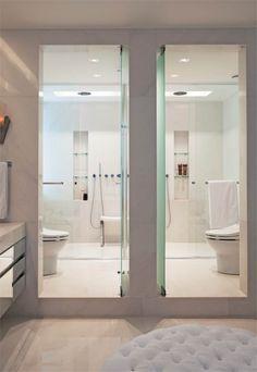 eh!DÉCOR | Banheiro com área íntima separada com box individuais para banho e sanitário